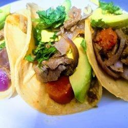 Tacos de bistec con aguacate