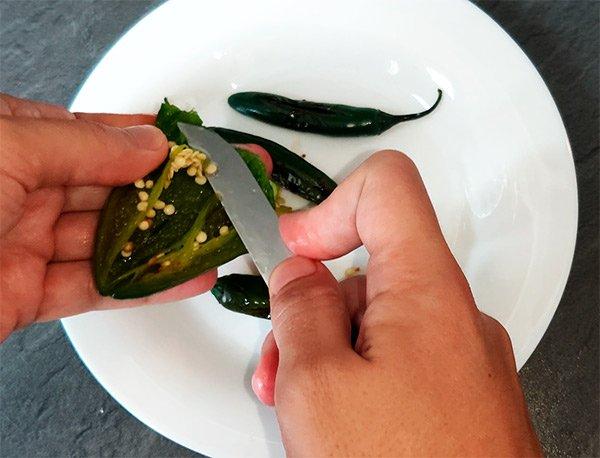 Chile serrano desvenado para salsa verde