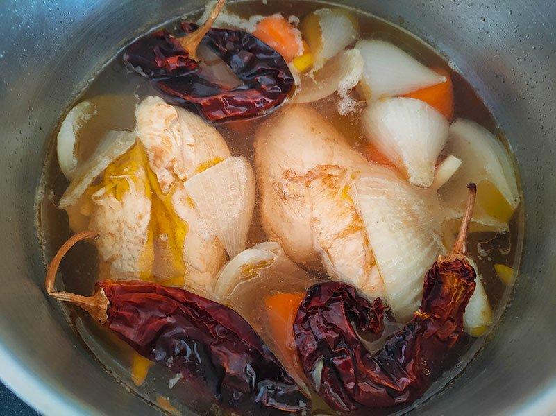Caldo de pollo para tamales