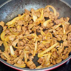 Cocinar los bisteces marinados