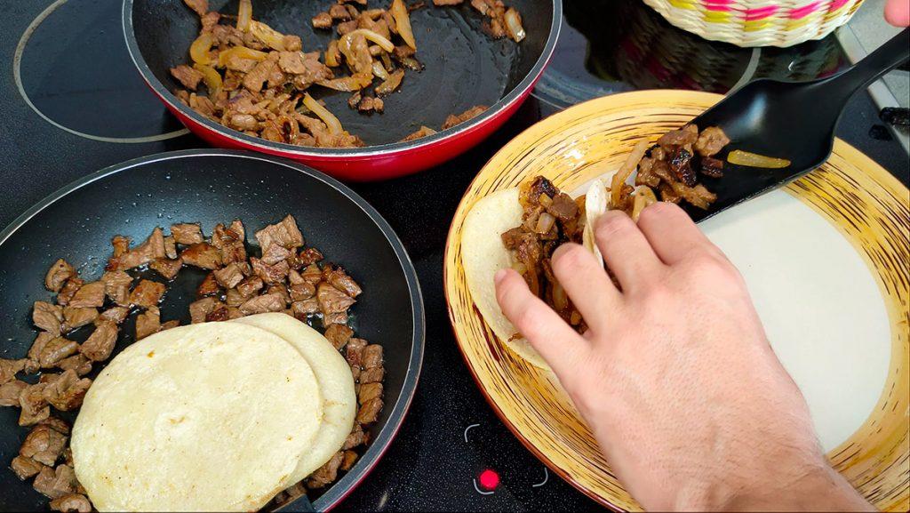 Montaje de los tacos de bistec